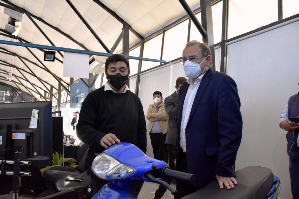 Licencia de conducir, Tassano habilitóun moderno simulador de autos y motos