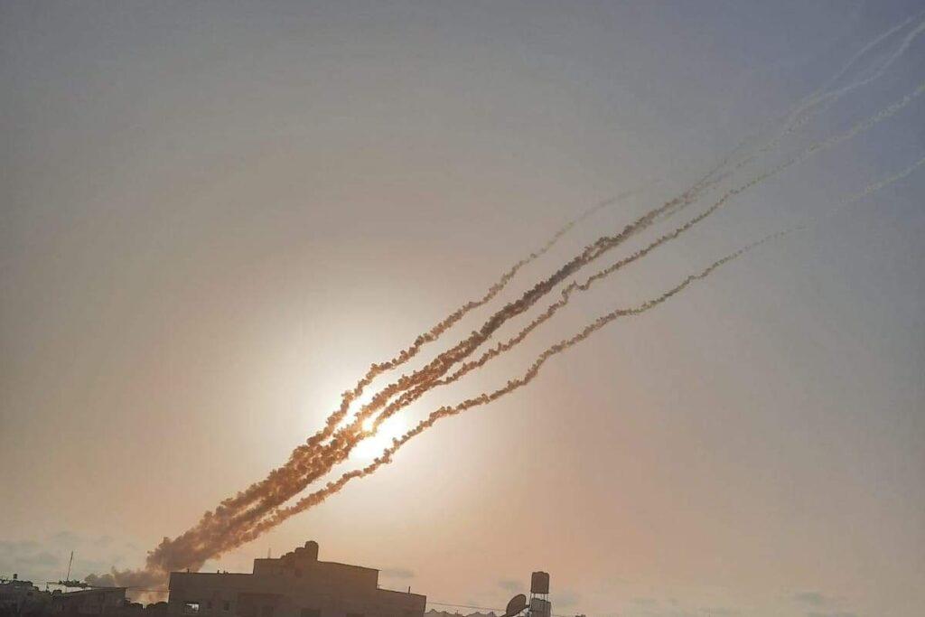 Israel: el grupo Hamas realizó un ataque con cohetes desde Gaza