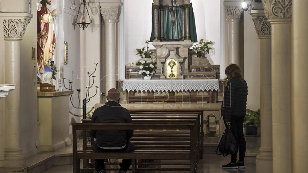 Habilitaron los eventos religiosos en lugares cerrados, con un aforo del 30 por ciento