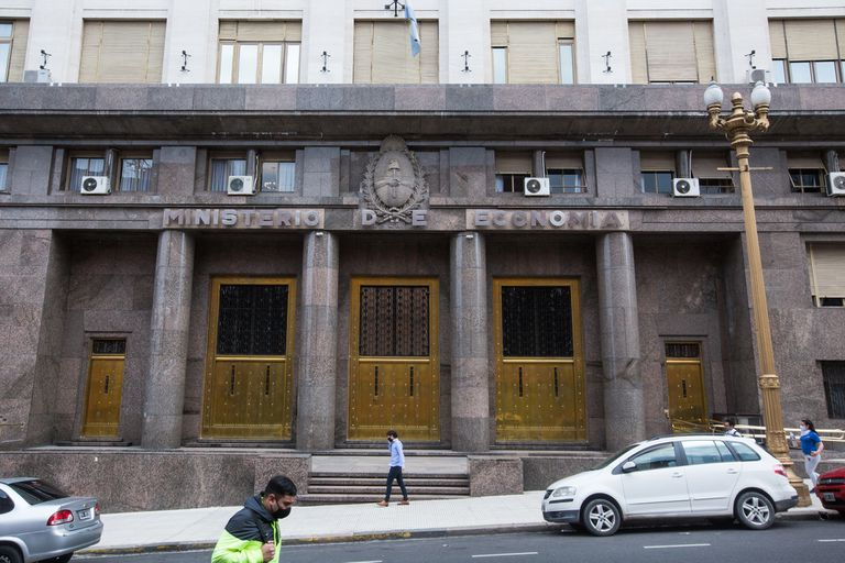 Deuda: el Ministerio de Economía licitará este miércoles cinco bonos en pesos