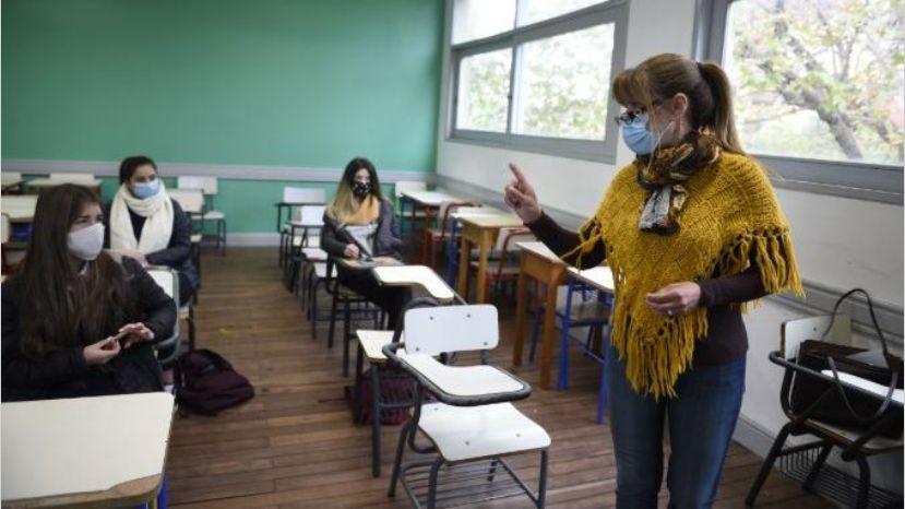 El Gobierno analiza intensificar la presencialidad escolar en todo el país