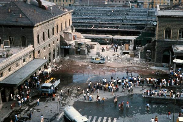1980 – El atentado de Bolonia: Las imágenes de un turista recién descubiertas dan a las familias la esperanza de que se haga justicia